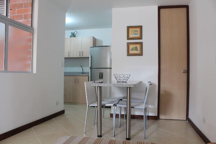 HERMOSO APARTAESTUDIO - Medellín - Appartamento
