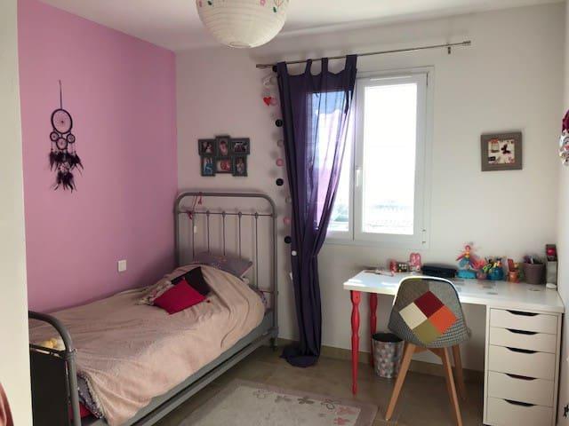 3ème chambre lit une personne possibilité d'ajouter un lit simple