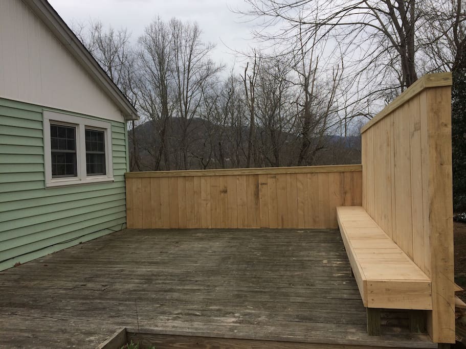 side deck with privacy fence