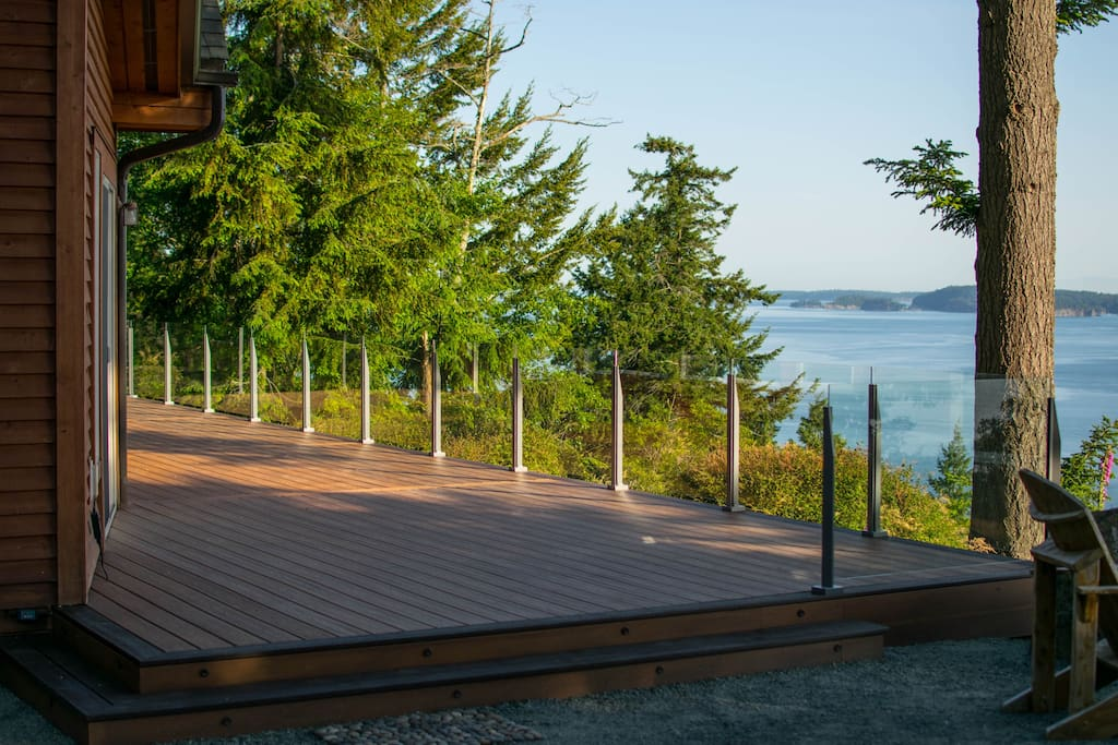 Huge deck with infinity glass railings