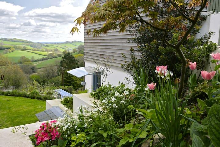 Studio with amazing views & walks near sea, Dorset
