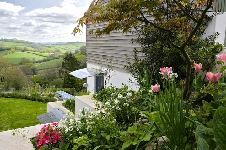 Studio with amazing views & walks near sea, Dorset