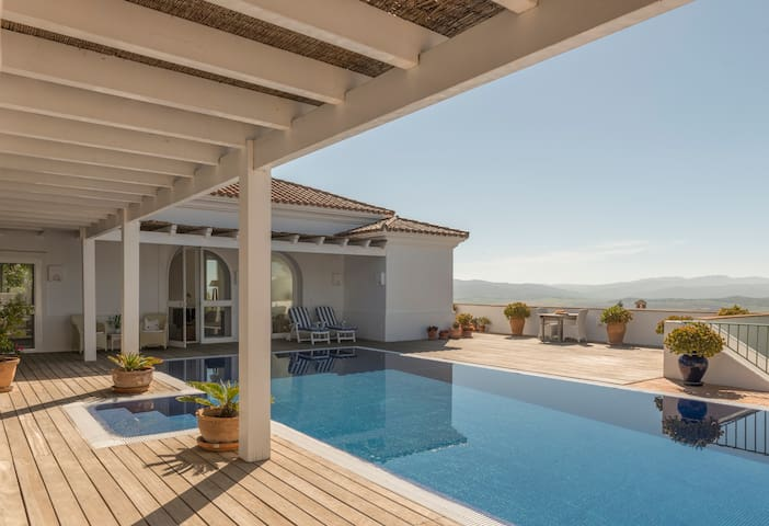 Villa Jazmin - Elegant, Luxurious + private pool