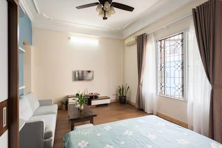 Super quite,spacious,,natural light,2 windowns