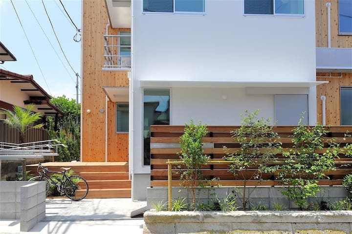 [Single Room 1] 1 MIN from Beach. Enjoy Enoshima - Fujisawa-shi - Bed & Breakfast