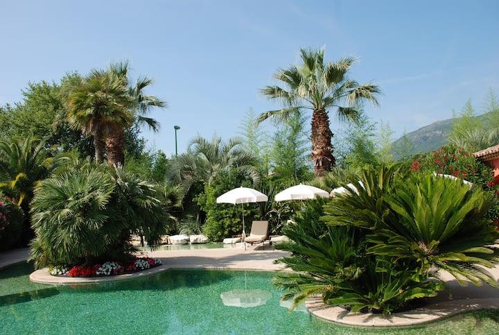 Belle villa, jardin, piscine à 20km des plages