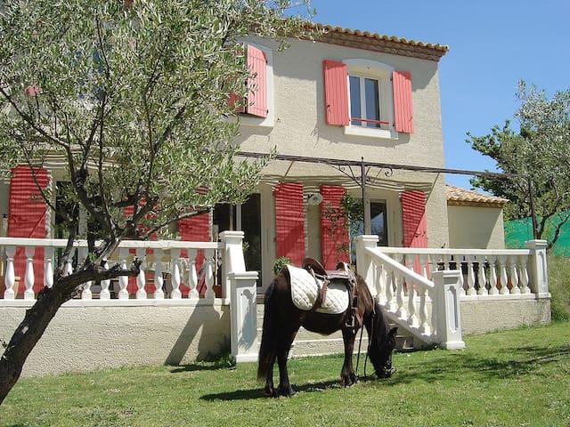 Belle bastide provençale - Villevieille - Casa