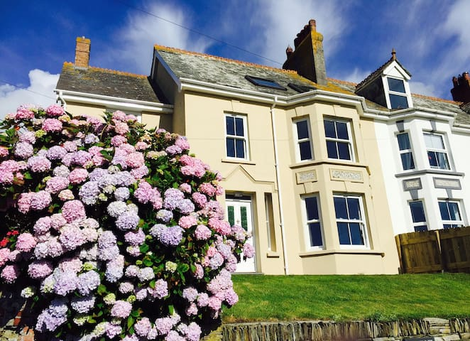Charming Cornish House in Treknow