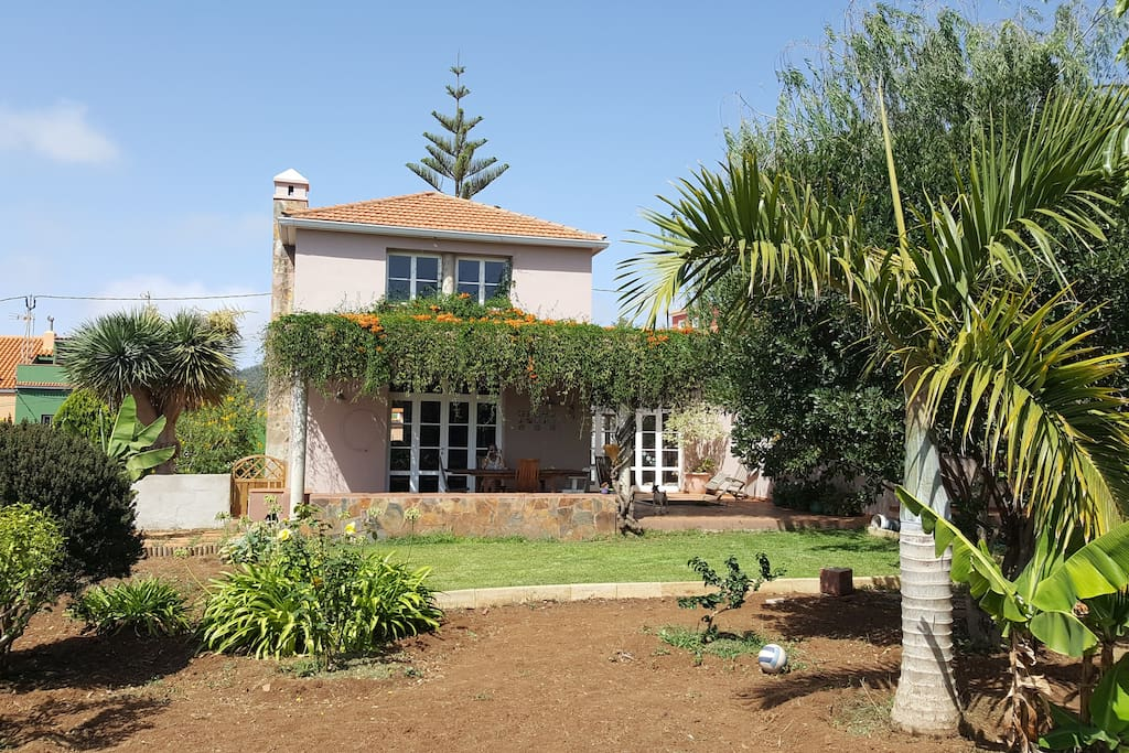 tacoronte singles Property in tacoronte for sale exclusive selection of luxury villas, fincas and apartments in tacoronte from porta tenerife leading real estate agent in tacoronte.