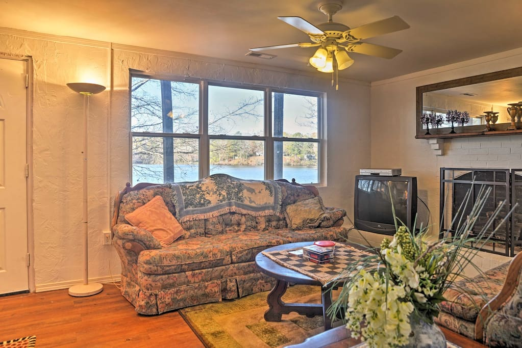 You'll feel right at home in is 4-bedroom, 2-bathroom cottage sleeping up to 10 guests.