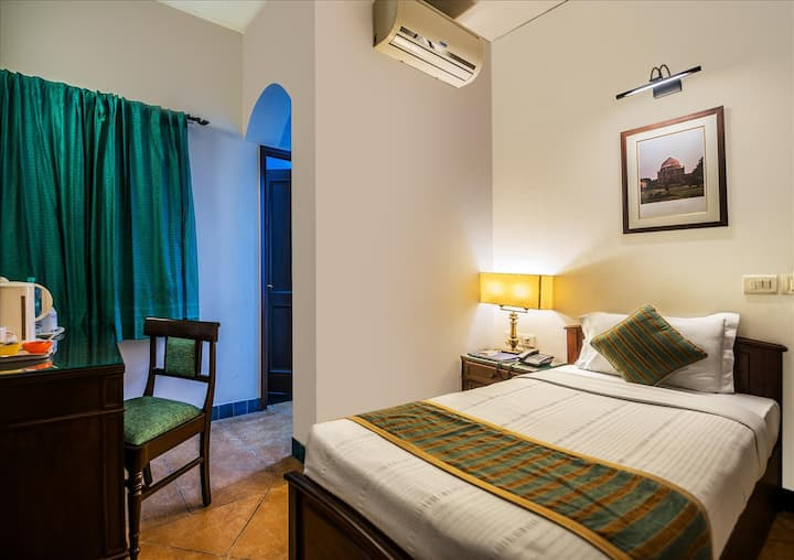 Comfy Single-bed Executive room in East of Kailash