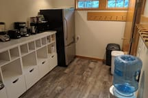 The (private) guest suite kitchenette. Spring water, coffee and tea (and sometimes additional drinks and snacks) are provided. As you can see, there are a blender, toaster, coffee maker, hot water kettle and microwave.