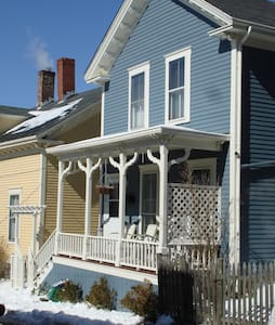 Summer Cottage on Historic Hill 1, 90 ProspectHill - Newport - Apartment