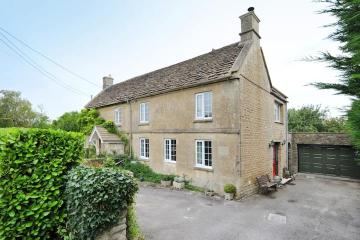 Daisy Cottage double room 10 miles to Bath