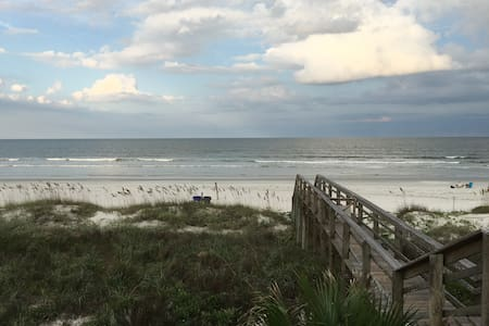 The beach is calling ! Come stay! - St. Augustine - Appartement