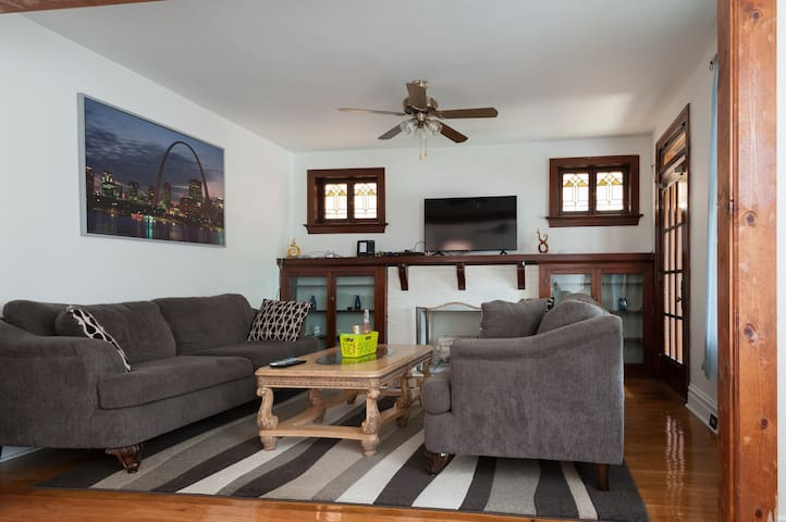 Large home in a safe and quite area, sleeps 6
