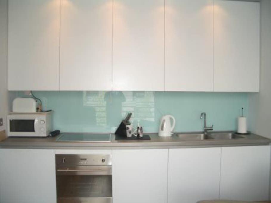 integrated kitchen area - though with all those on site restaurants will you need to cook ?!?