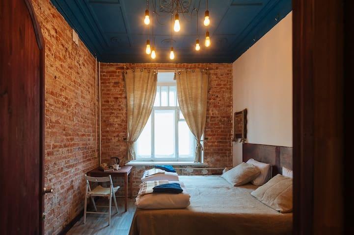 Комната в старинном доме на Смоленской