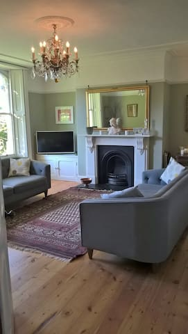 Spacious period town house in South Cotswolds