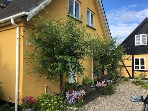 Lejlighed på 1. sal - med udsigt til fjorden