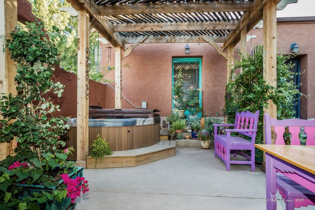 Welcoming courtyard with hottub---great place to watch the stars at night!