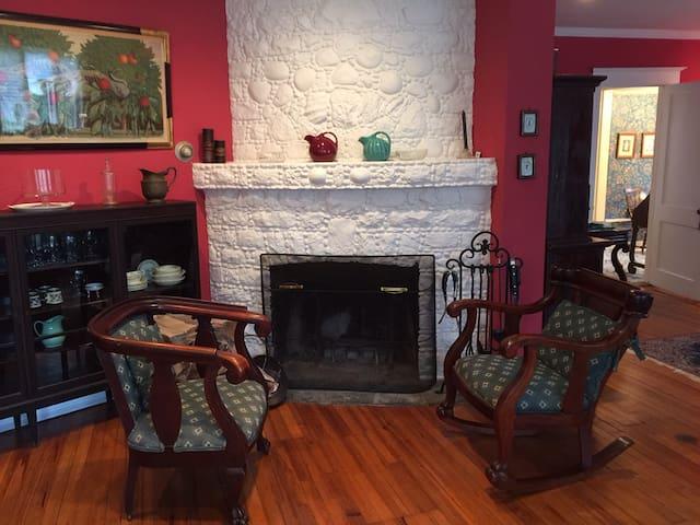 Historic Colonial Farmhouse - Westport - Rumah