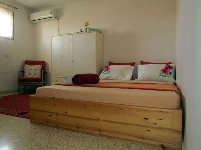 tranquil room, ensuite bathroom near TLV airport - Kfar Shmu'el - Hus