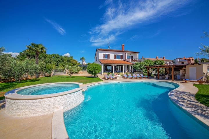 Nice Villa David Porec close to the sea