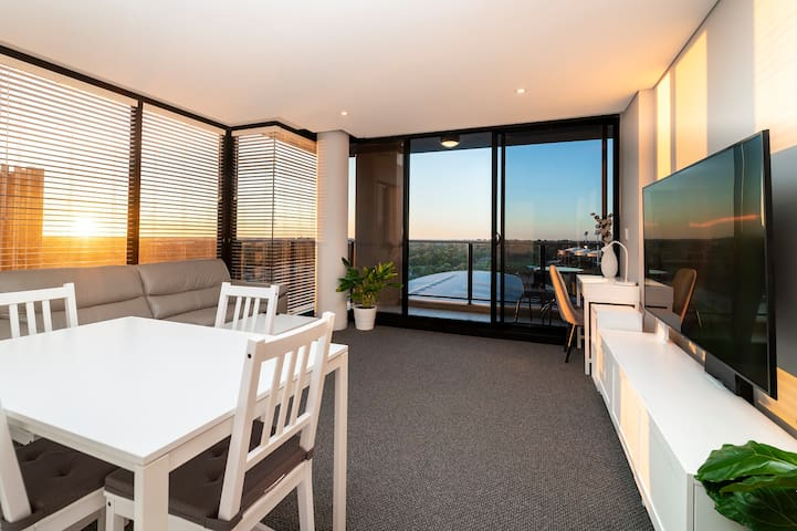 Horizons 1402 - Luxury Spa Apartment with a View