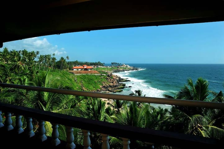 Vijaya Varma Beach Resort - Kovalam - Bed & Breakfast
