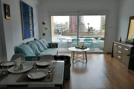 Newly-Refurbished One Bedroom Apartment by The Sea