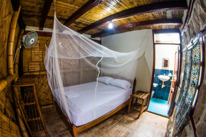 Matrimonial Room with Private Bathroom. - Montanita - Wohnung