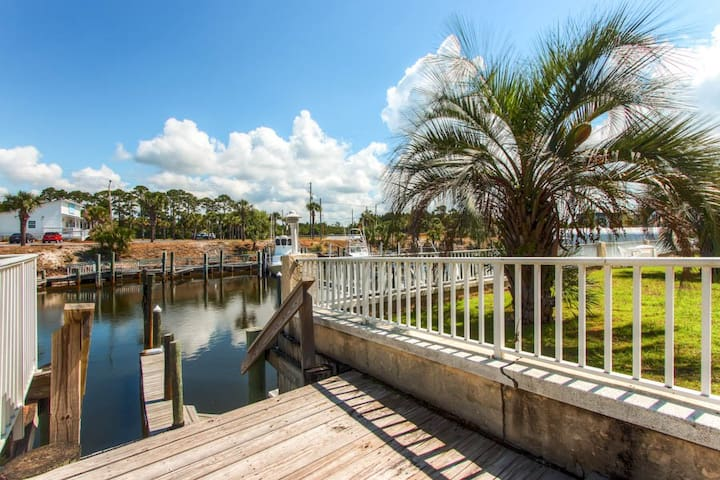 Blue Water 108D-2BR-AVAIL(PHONE NUMBER HIDDEN)  -RealJOY Fun Pass -Boat Slip Included - Mexico Beach - House