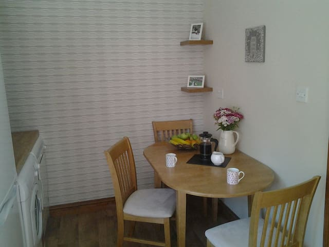 Newly refurbished apartment with parking - Galway - Byt