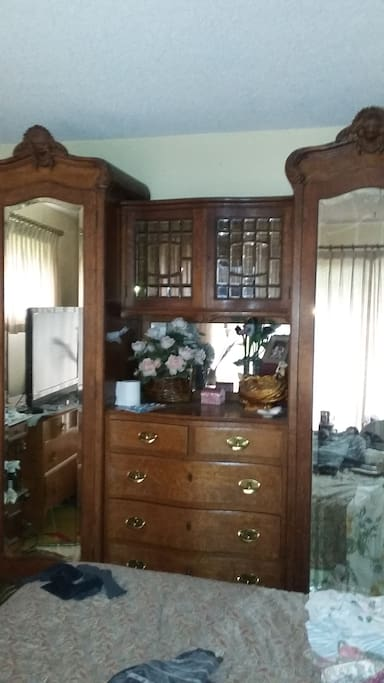 Guest Bedroom with Glass Door view to Nizene Marks Park & Woods.
