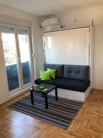 New apartment, easy access to Belgrade Center.