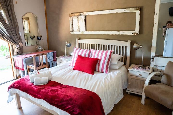 Opstal Guesthouse - Karoo Room
