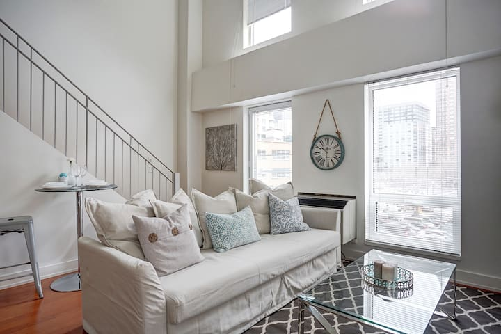 Breathtaking Two Story Loft - Old Port of Montreal
