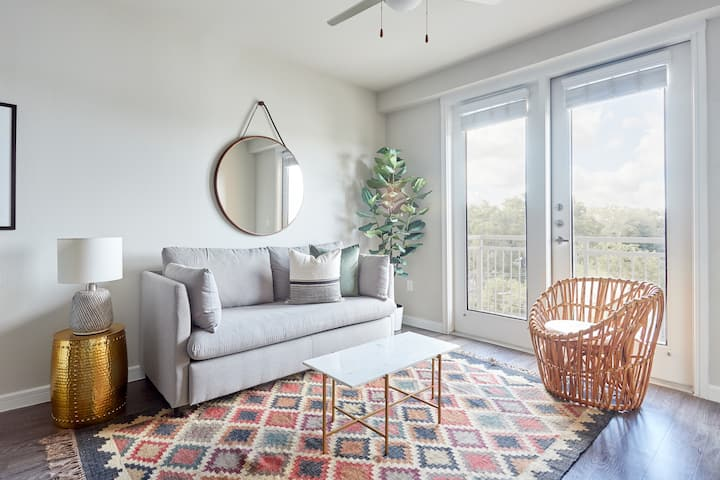 Sonder | 1BR in Southtown | Parking Included