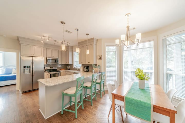 Decked Out ~ Seagrove Beach ~ Dining Room/Kitchen ~ Paradise Properties