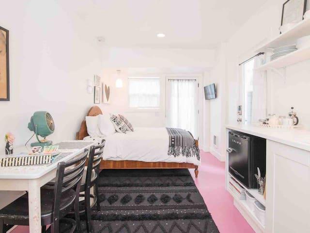 The Klickitat  • Minimalist Design Guest House