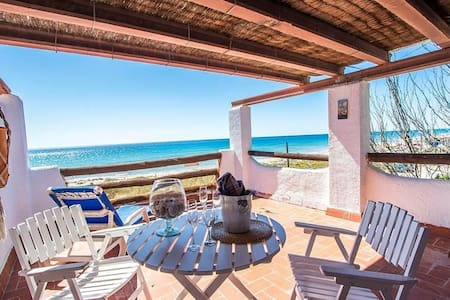Glorious oceanfront house for 8 guests, overlooking the beaches of Costa Dorada! - Costa Dorada