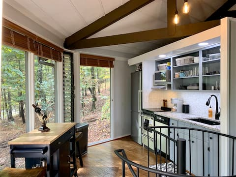 ★ Mountain Treetop Cabin Retreat with a View