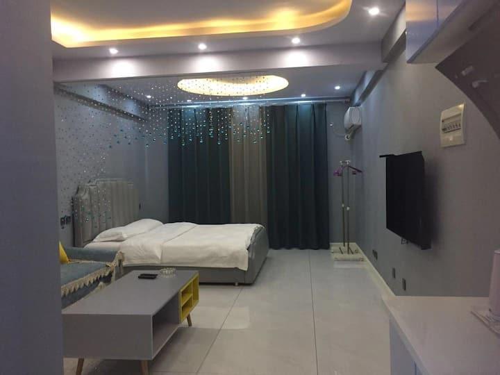 主题轻奢大床房
