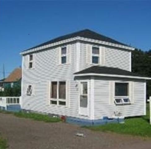 Heart of Shediac, cozy and close to everything!