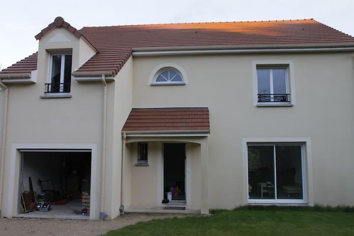 Chambre dans grande maison neuve - Saint-Chéron - Casa