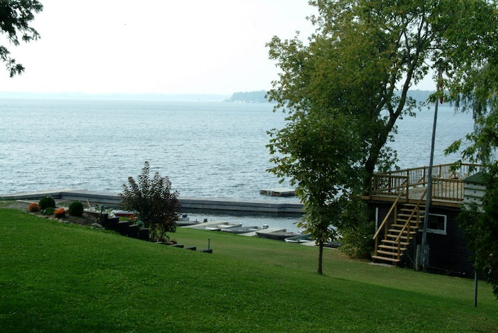 Scenic cottages - south shore of Sturgeon Lake 2bd
