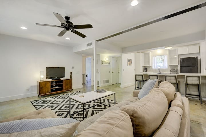 Dog Friendly | Travis Heights | Extended Stay