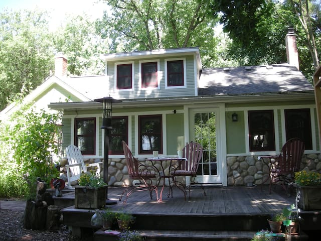 Kettle Moraine Cottage Bed & Breakfast - Eagle - Bed & Breakfast