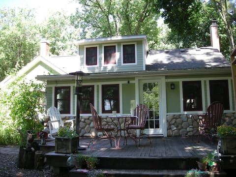 Kettle Moraine Cottage B&B Railroad Room